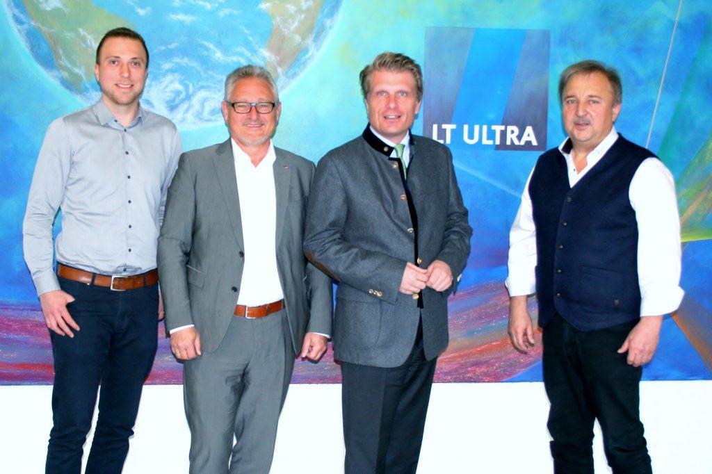 Bild, von links: Dominik Widemann, Lothar Riebsamen MdB, Thomas Bareiß MdB und Richard Widemann; 18.04.2019, LT Ultra-Precision Technology